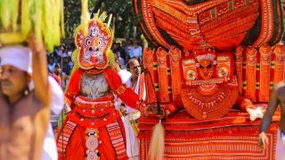 Theyyam festival at  Vengakkottu Bhagavathy Temple, Pilicode